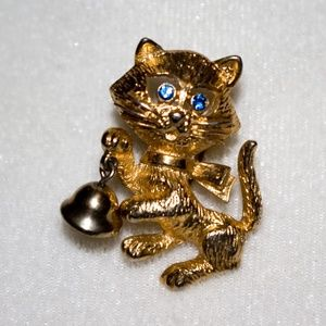 Vintage Kitty Cat Bell Brooch, Gold Tone Avon 1970